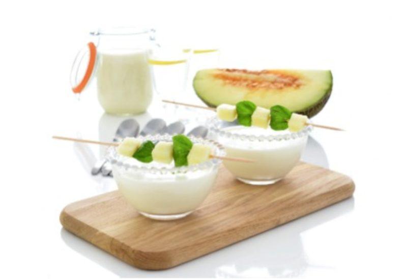 Ajo blanco de nueces con uvas y melón