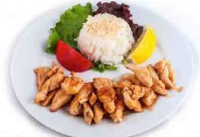 Ternera asada con arroz blanco y verduras
