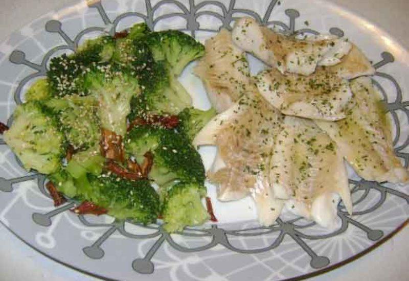 Lenguado al vapor con brócoli y mejillones